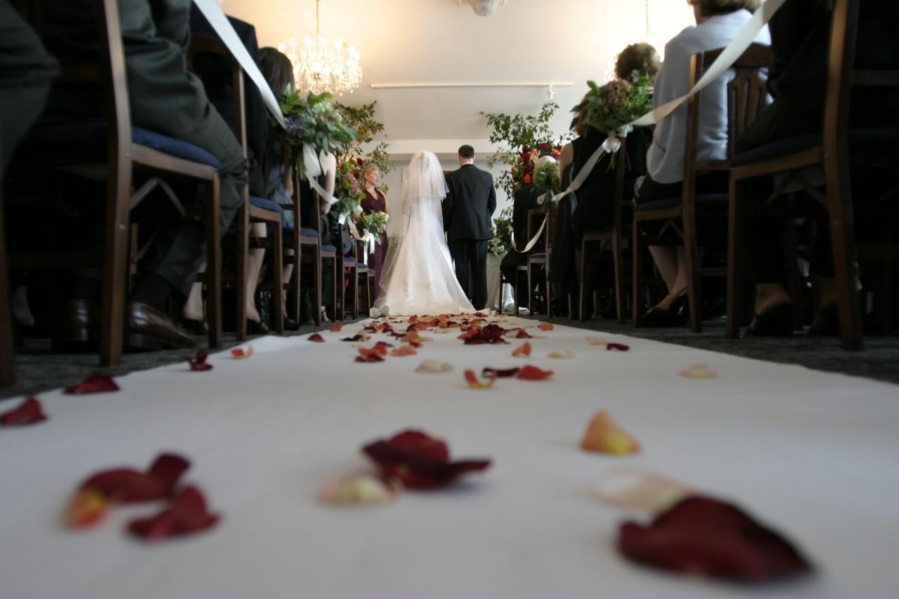 lenen huwelijkslening welke kosten komen er kijken bij een lening voordelig lenen voor je bruiloft